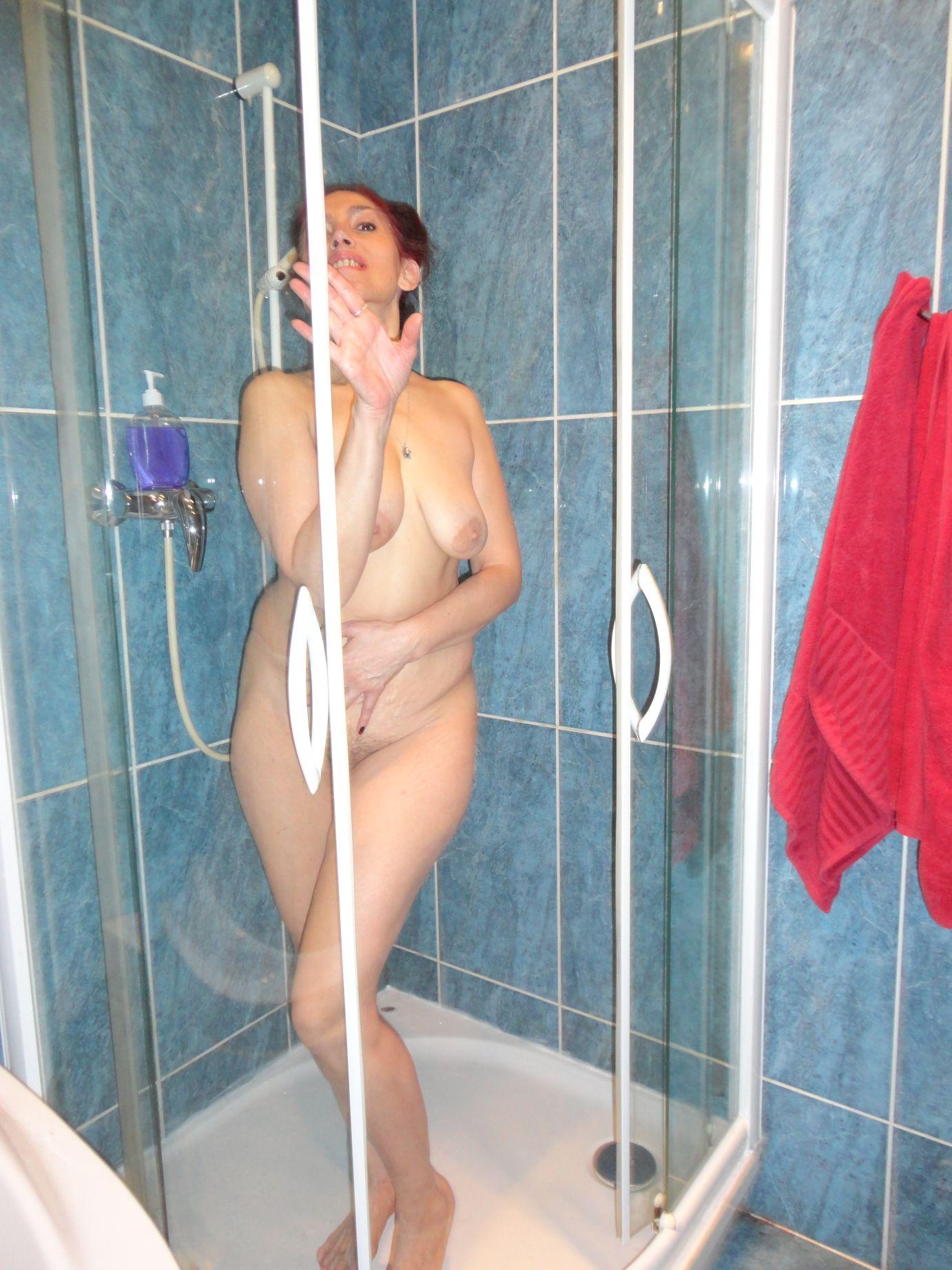MILF unter Dusche